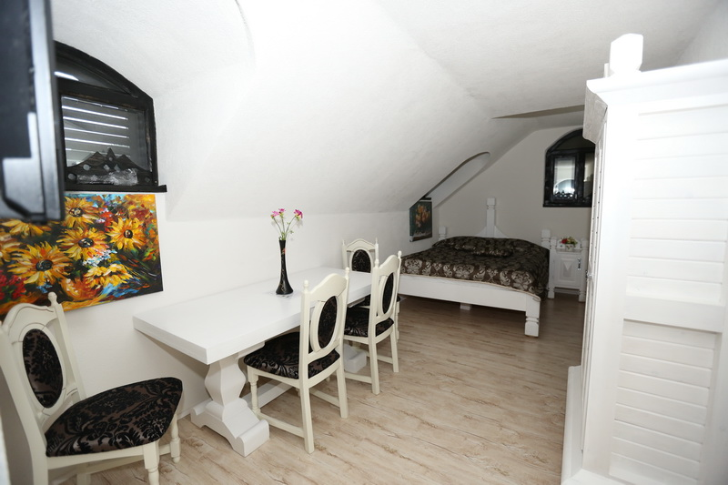 Small double room Complex LIONS Bucovina